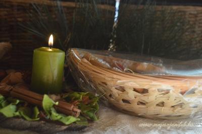 Fenyődísz bambuszkosárban
