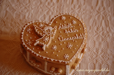 Karácsonyi szíves mézeskalács doboz