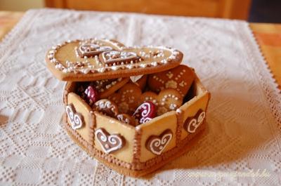 Rátétes mézeskalács szíves doboz